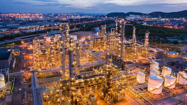 Raffineria industriale di petrolio e gas e stoccaggio commerciale