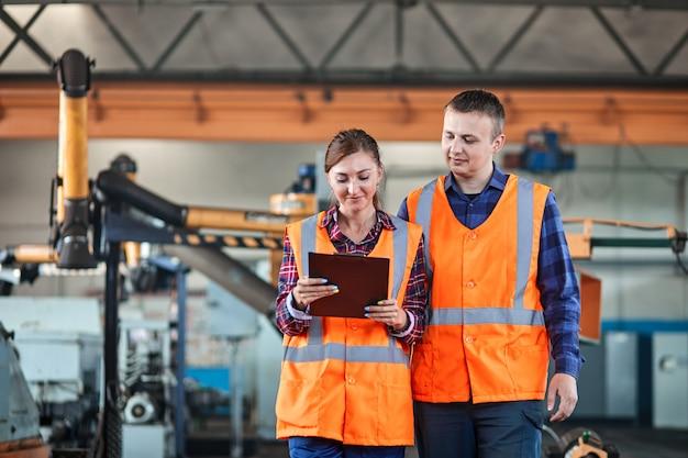 Lavoratori industriali in un'industria manifatturiera