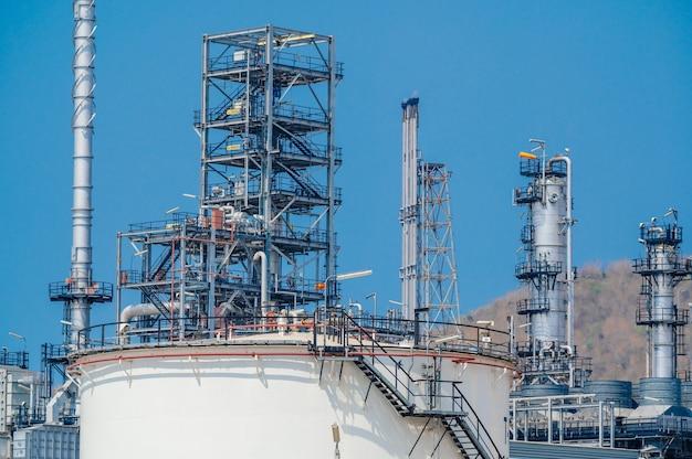 Zona industriale l'attrezzatura di raffinazione del petrolio