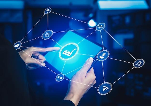 Concetto di tecnologia industria 4.0 - fabbrica intelligente per la quarta rivoluzione industriale