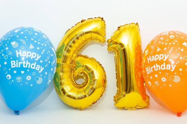 Numero gonfiabile 61 scintillante colore dorato metallizzato con palloncini blu e gialli