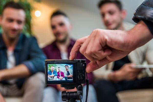 Influencer da vlogging da casa