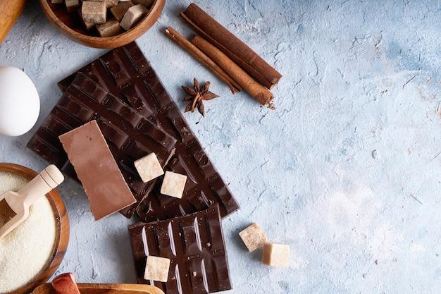 Ingredienti per cuocere i biscotti, torta. strumenti, piatti per cucinare