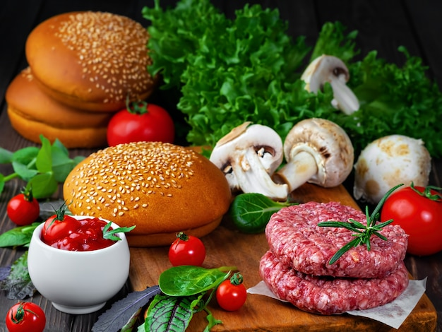 Ingredienti per cucinare hamburger