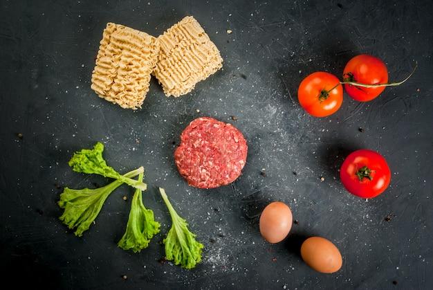 Ingredienti per cucinare hamburger di ramen