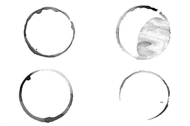 Cerchi di inchiostro isolati su sfondo bianco