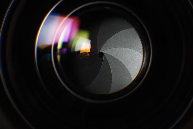 La parte interna dell'obiettivo, la struttura del diaframma, l'immagine ravvicinata
