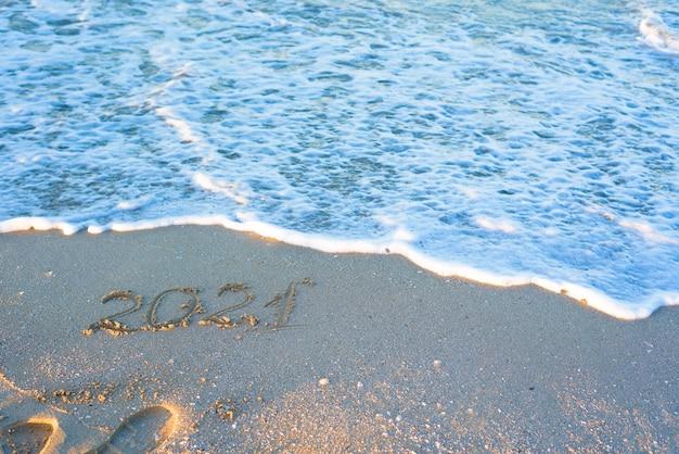 Iscrizione 2021 sulla sabbia in spiaggia in estate