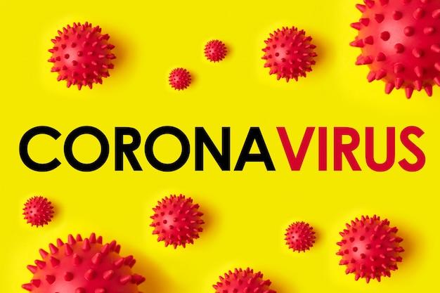 Iscrizione coronavirus su sfondo giallo. l'organizzazione mondiale della sanità oms ha introdotto un nuovo nome per il virus cinese 2020 denominato malattia: covid-19 sars, coronaviridae, sars-cov, sarscov, mers-cov