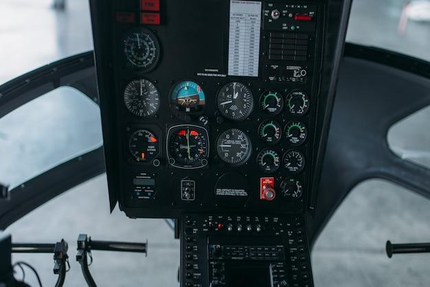 Cabina elicottero interna, pannello di controllo, cruscotto