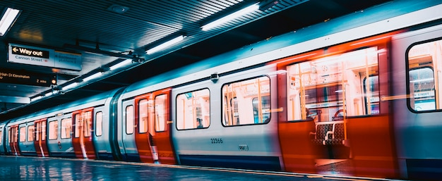 Vista interna della metropolitana di londra