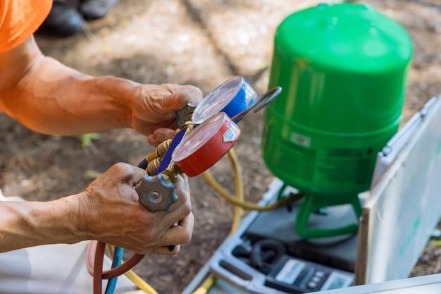 Installare l'unità del sistema di condizionamento dell'aria per una casa residenziale