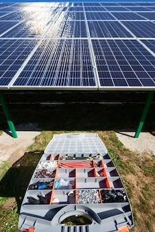 Installazione di un sistema di pannelli solari fotovoltaici autonomo