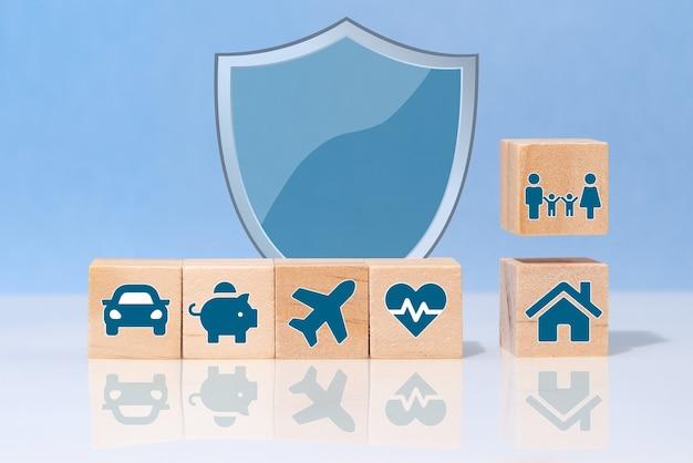 Servizi di polizze assicurative. vita, auto, proprietà, salute e famiglia. concetto di assicurazione.