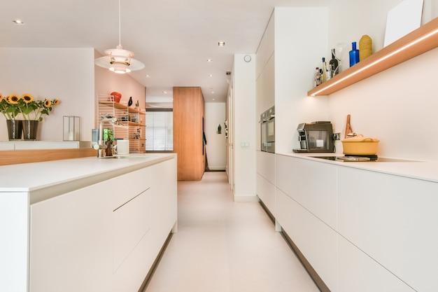Interno di una bella cucina di una casa d'élite