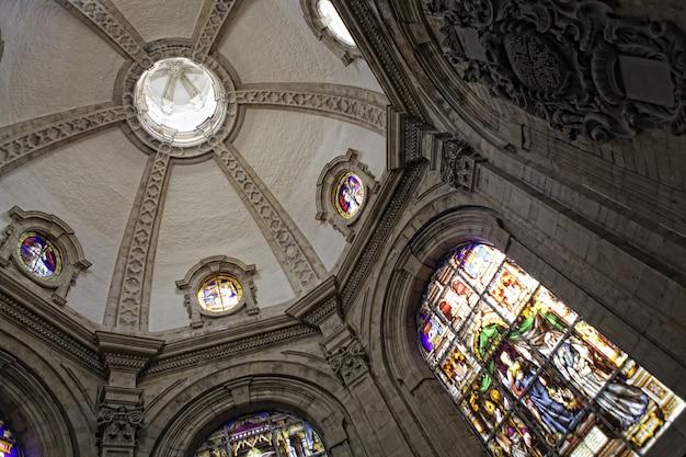Interno della chiesa cattolica a bruxelles