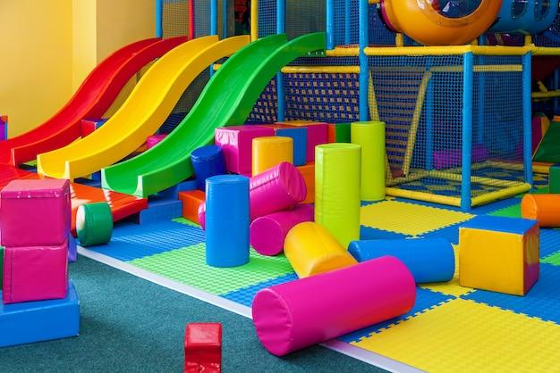 Interno di una sala giochi per bambini. sala giochi per bambini vuota