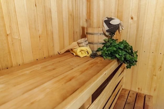 Dettagli interni sauna finlandese bagno turco con accessori per sauna tradizionali
