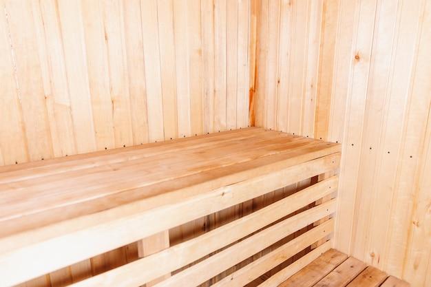 Dettagli interni del tradizionale bagno turco sauna finlandese. vecchio concetto russo tradizionale della stazione termale dello stabilimento balneare. rilassati il concetto di bagno del villaggio di campagna.