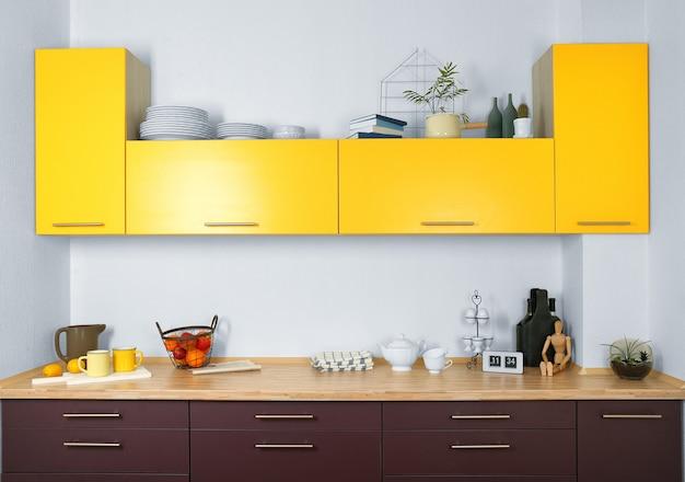 Interno della cucina moderna con mobili luminosi