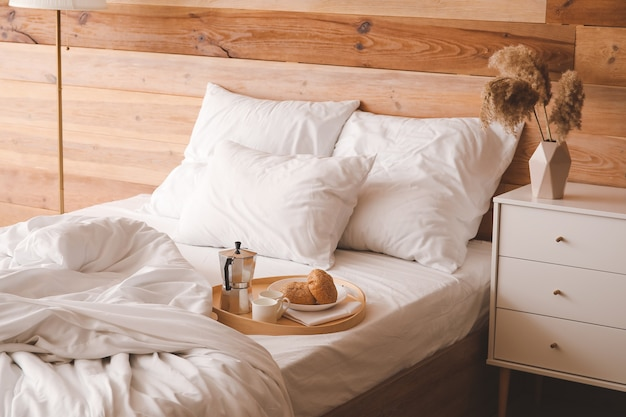 Interno della camera da letto moderna ed elegante