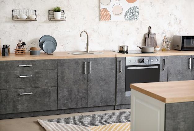 Interno della cucina moderna ed elegante