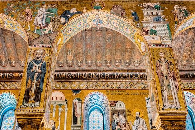 Interno della cappella palatina a palermo. italia
