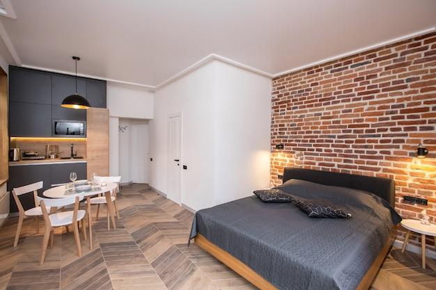 Foto interni, soggiorno abbinato a cucina, in stile loft moderno