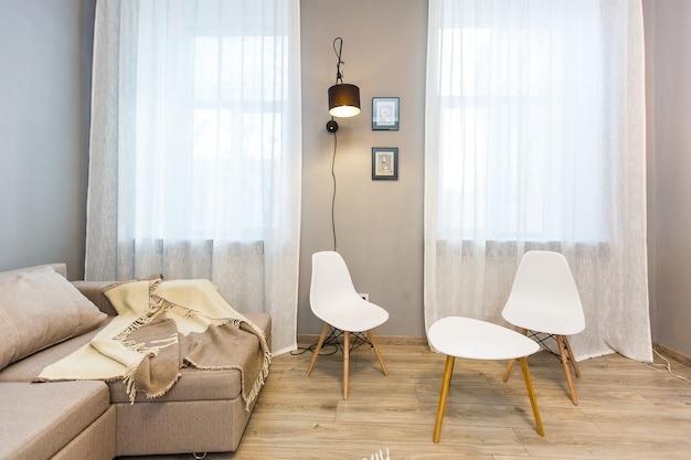 Fotografia di interni, camera da letto moderna, con tv