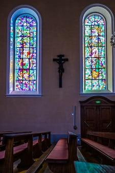 Vista interna della chiesa di st leon a eguisheim in haut-rhin alsace france