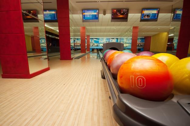 Interno della sala da bowling vintage