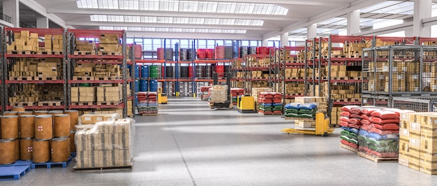 Interno di un magazzino pieno di merci diverse