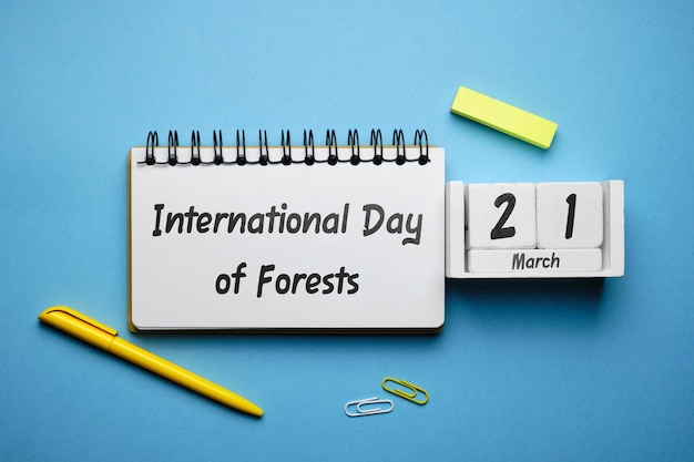 Calendario mese di marzo della giornata internazionale delle foreste della primavera.