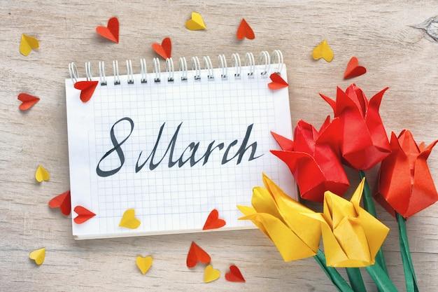 Giornata internazionale della donna, origami di carta di tulipani
