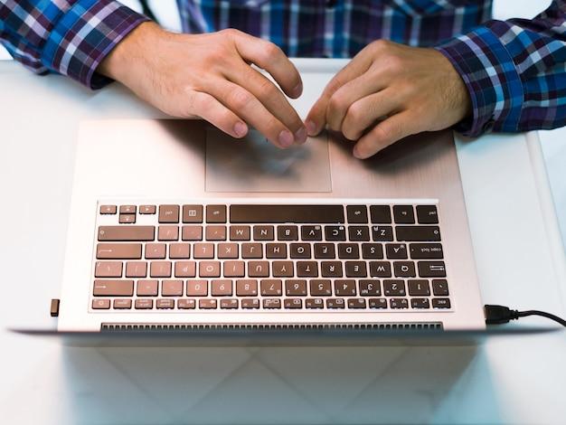 Concetto di tecnologia di e-commerce di comunicazione di blog di ricerca web su internet