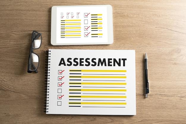 Valutazione e occhiali dell'intervista
