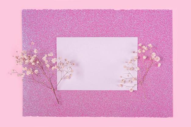 Biglietto di auguri di invito con fiori
