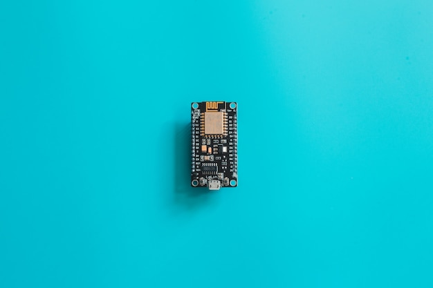 Scheda elettronica nano micro-controller iot. lavagna nera nodemcu