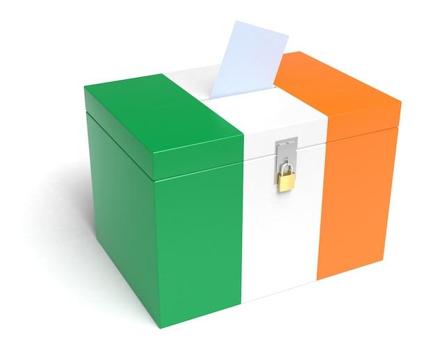 Urna elettorale dell'irlanda con bandiera irlandese. isolato su sfondo bianco.