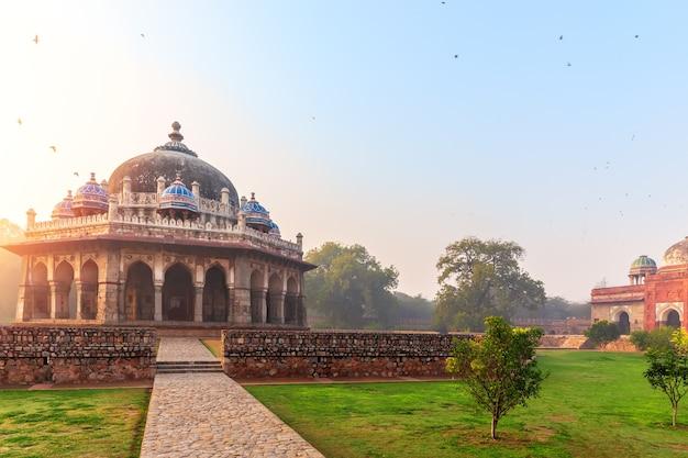 La tomba di isa khan nel complesso della tomba di humayun, nuova delhi, india.