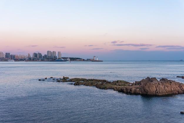 Scenario naturale dell'isola, città di qingdao, cina