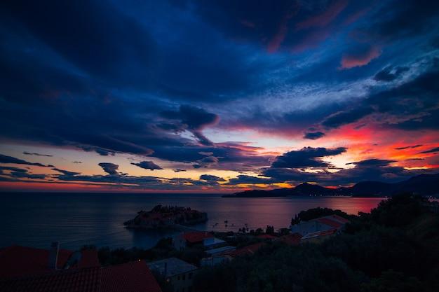 Foto panoramica dell'isola di sveti stefan