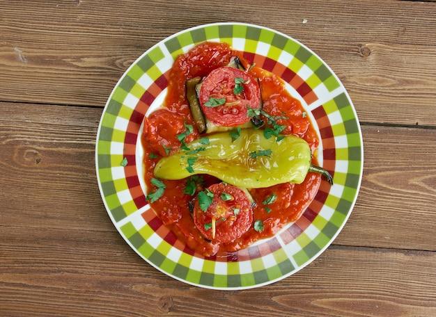 """Islim kebabã""""â± - kofte turco avvolto in fette di melanzana e cotto in salsa di pomodoro"""