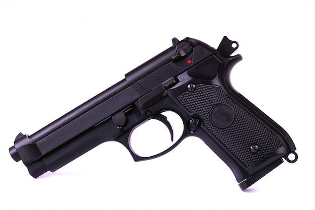 Pistola di airsoft isolata