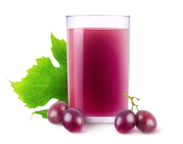 Bevanda d'uva isolata. bicchiere di succo e uva rossa isolato su sfondo bianco con tracciato di ritaglio