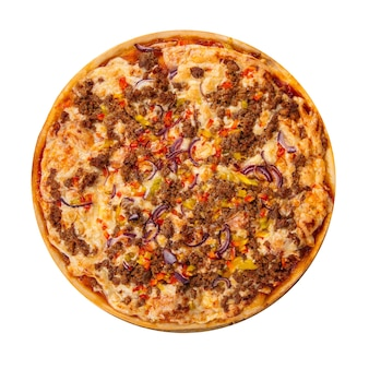 Pizza di carne macinata isolata con pepe