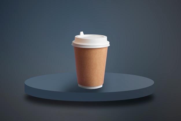 Un modello di mockup isolato di una tazza di caffè da asporto in carta