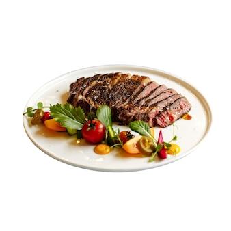 Piatto isolato di roast beef con verdure