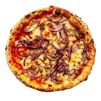 Pizza napoletana di tonno e cipolla isolata su bianco
