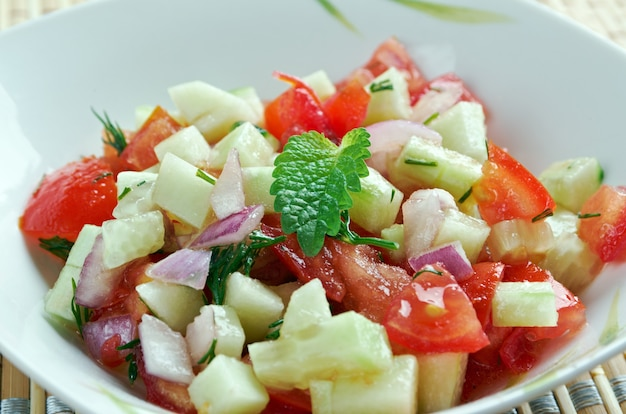 Insalata israeliana - fine sallad mediterranea su